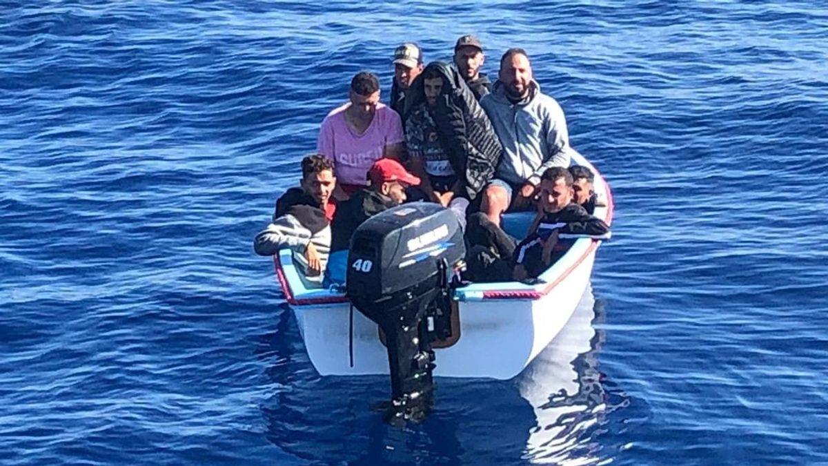 Cuatro positivos por COVID-19 entre los argelinos llegado en pateras a Murcia el viernes