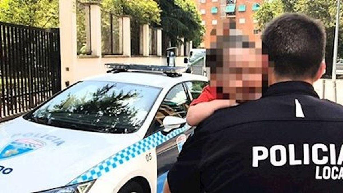 Multan a la madre que dejó a su hijo de 2 años encerrado en su coche al sol en Toledo al reconocer los hechos