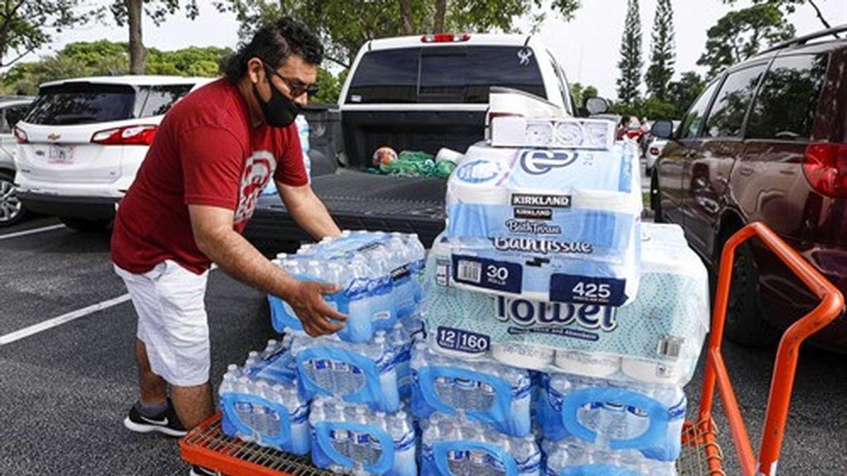 Florida y Bahamas se preparan para la llegada del huracán 'Isaías' a EEUU