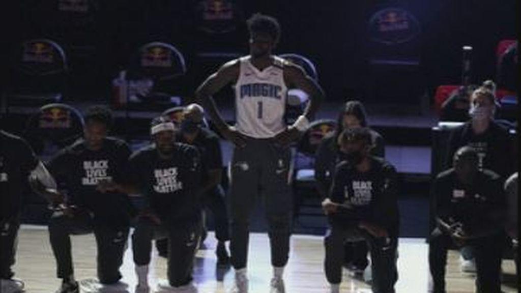 Un único jugador de los Orlando Magic se niega a arrodillarse y a llevar la camiseta del 'Black lives Matter'