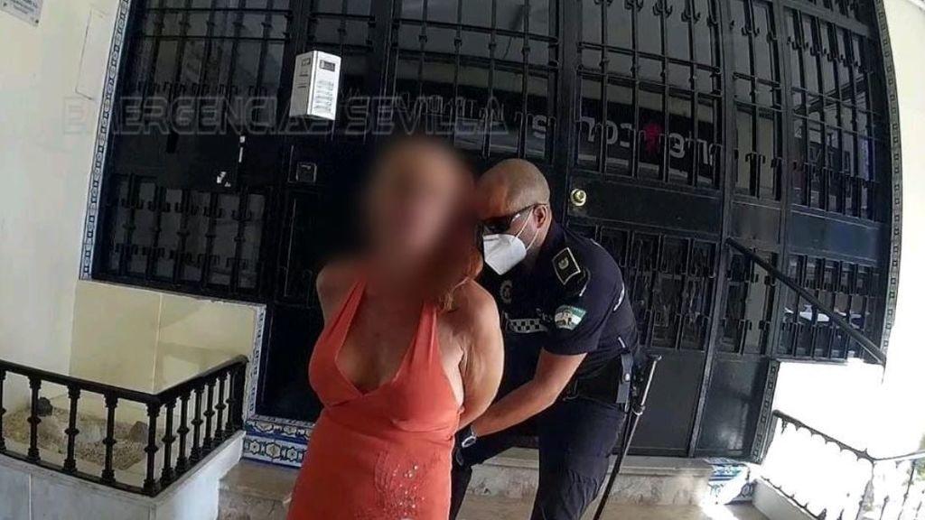 Detenida una mujer en Sevilla tras apuñalar a su expareja en plena calle