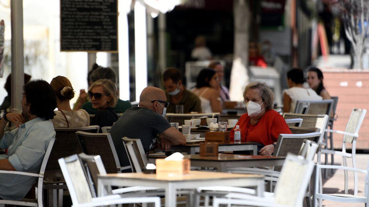 Crecen los contagios en toda España, con el ocio nocturno y las reuniones familiares como principales causas