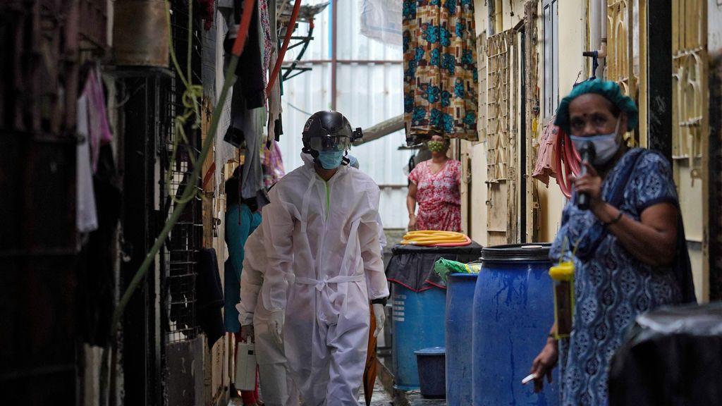 India registra más de 50.000 casos por cuarto día consecutivo y supera los 1,75 millones de contagios