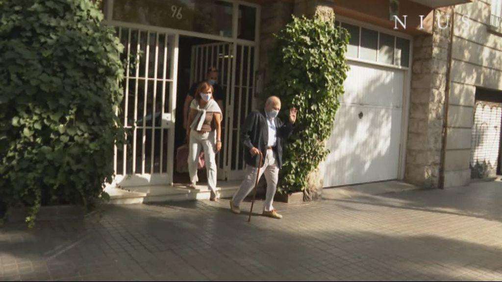 Jordi Pujol sale de su casa de Barcelona para visitar a su mujer en el hospital
