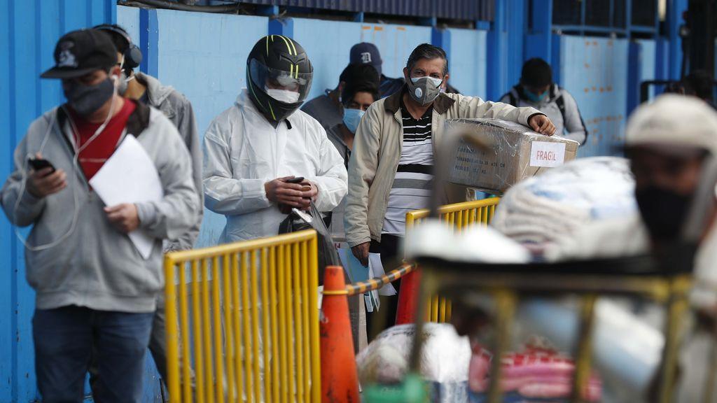 Perú marca récords de contagios diarios un mes después de quitar la cuarentena