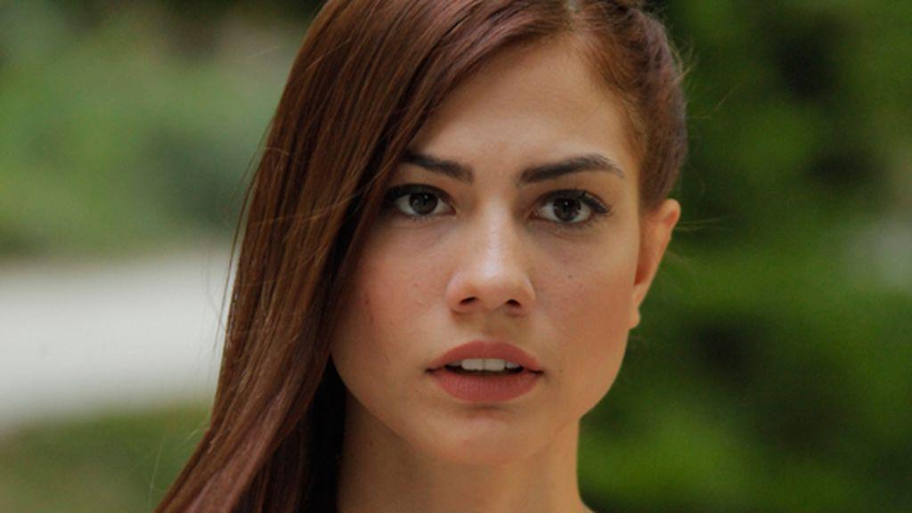 Su primera aparición en la televisión turca fue en 'Sana Bir Sır Vereceğim'.
