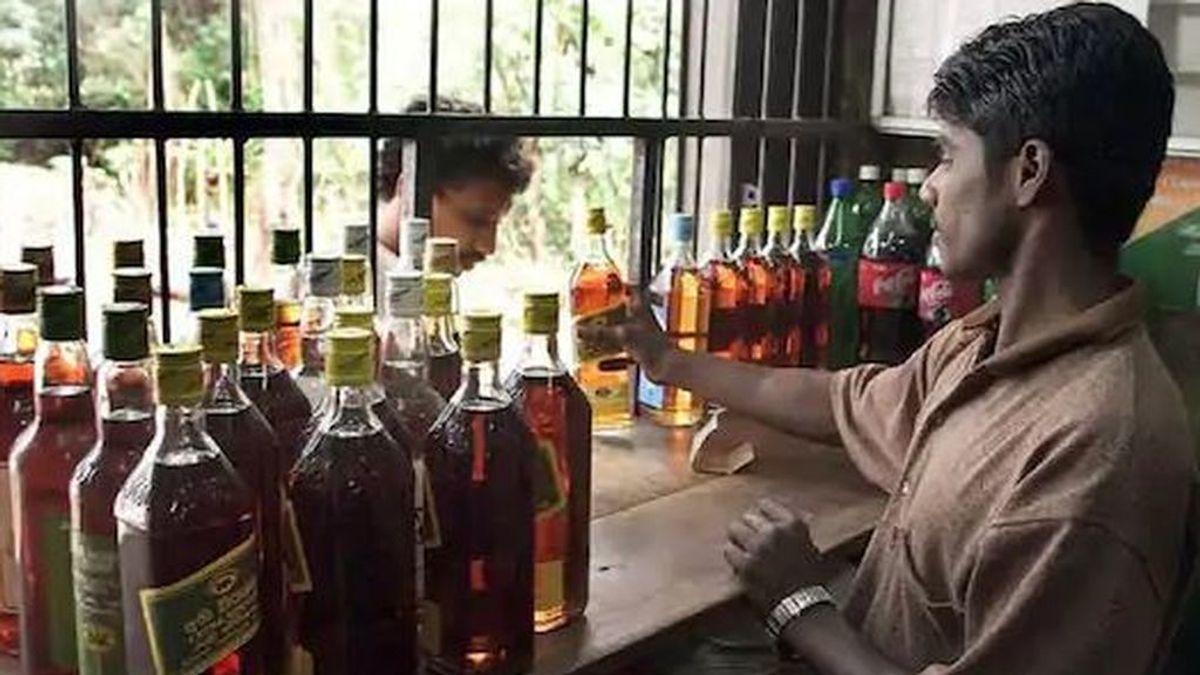 Cerca de cien muertos por beber licor en mal estado en el noroeste de India