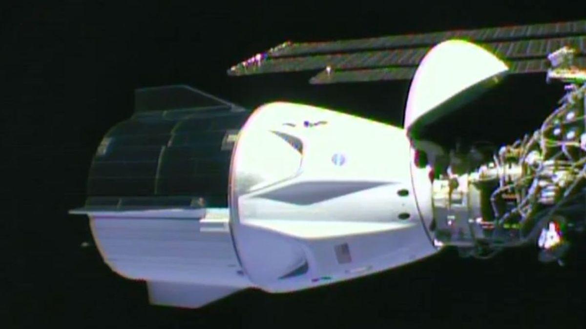 La tripulación de SpaceX vuelve a la Tierra tras terminar una misión histórica