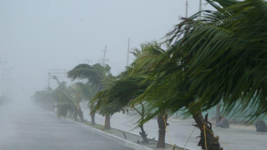 Isaías resurge de nuevo a huracán camino a Florida y las Carolinas