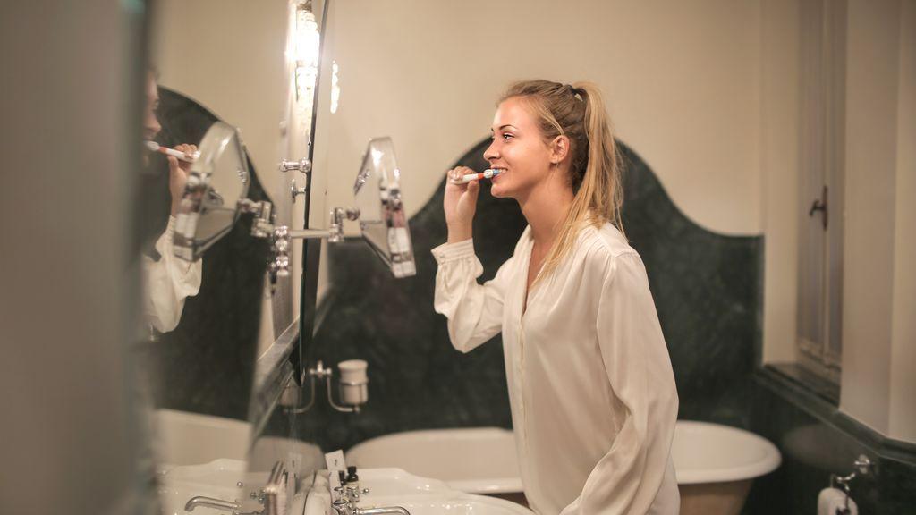 Lavarse las manos antes que los dientes: el consejo de los dentistas para evitar contagios
