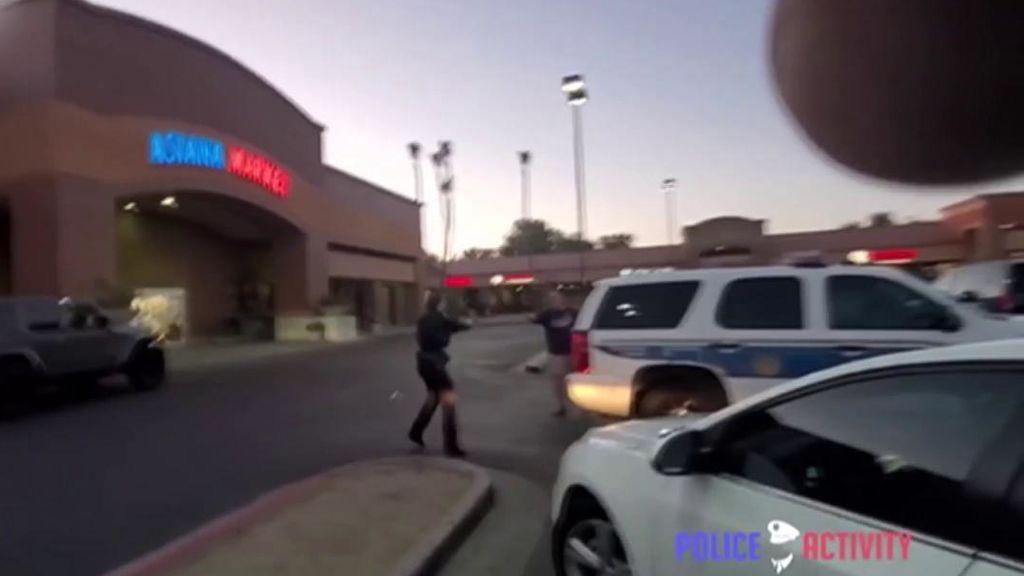 Un hombre borracho y armado con un cuchillo siembra el pánico en un centro comercial de EEUU