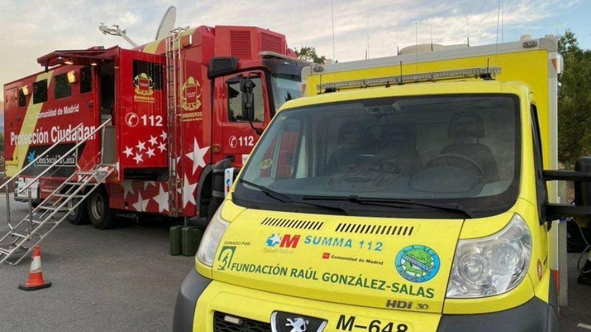 Desalojan dos zonas de viviendas a modo preventivo en el incendio forestal de Robledo (Madrid)