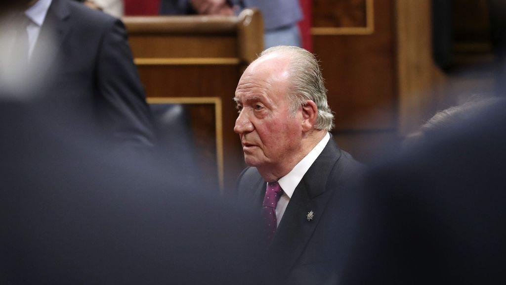 El destierro de Juan Carlos I: sacrificar un rey para salvar la monarquía