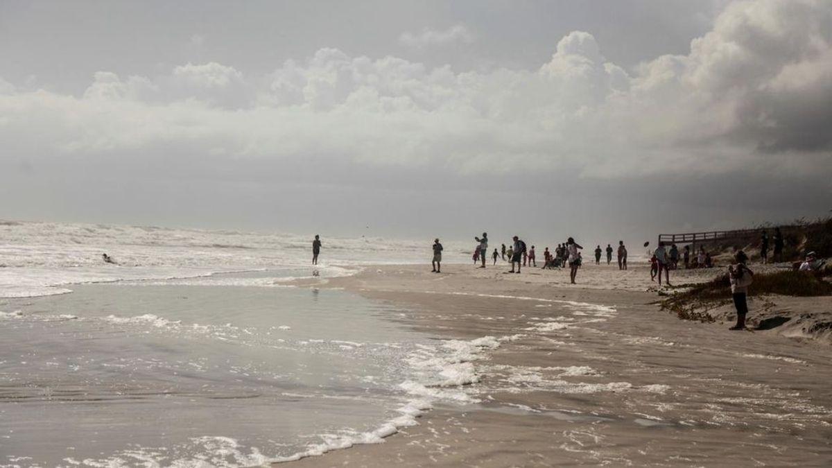 Un padre heroico muere salvando a sus tres hijos de ahogarse en el mar