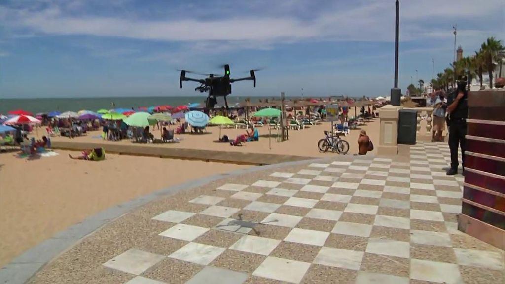 Control del aforo de playas por drones: en  Chipiona se controla desde el aire