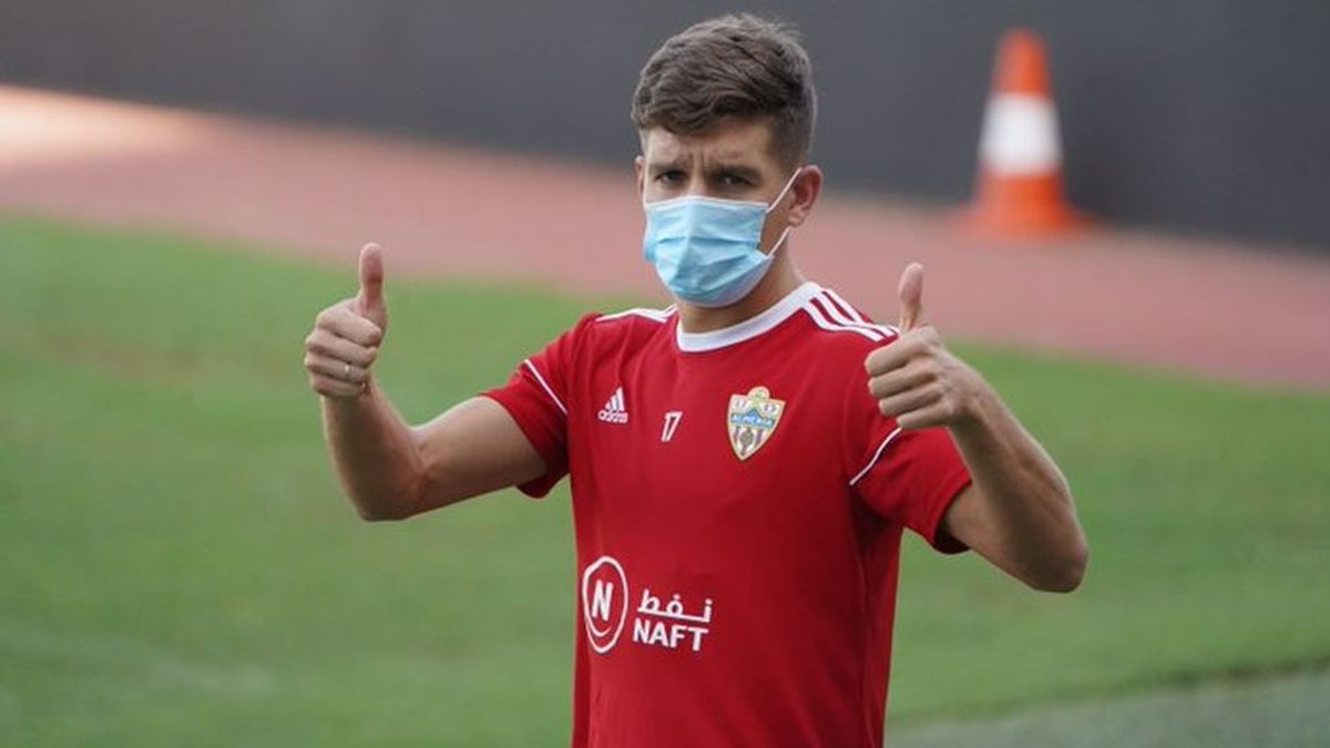 Nuevo positivo por coronavirus en el Almería: el club suspende los entrenamientos y aísla al afectado