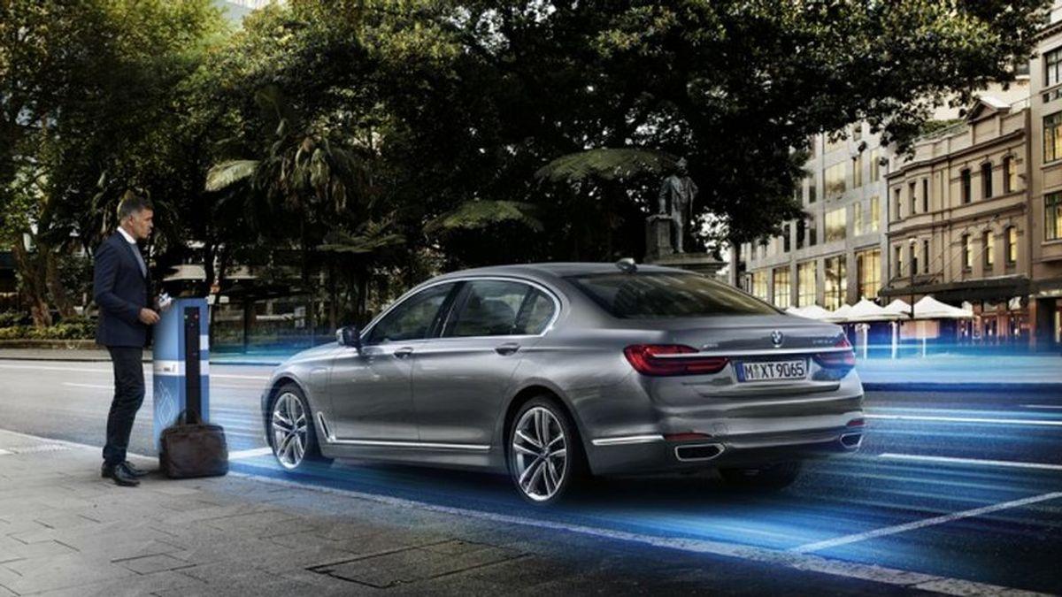 Malos tiempos para la gasolina: los coches híbridos enchufables más baratos del mercado, según la OCU