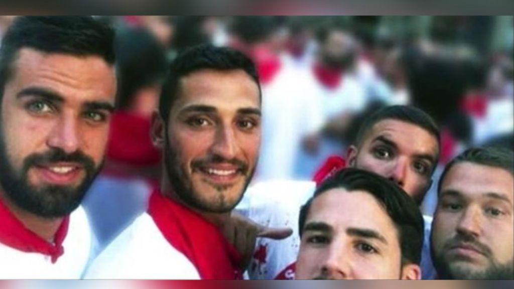 El hombre condenado por publicar la foto de la víctima de 'La Manada' se libra de la cárcel