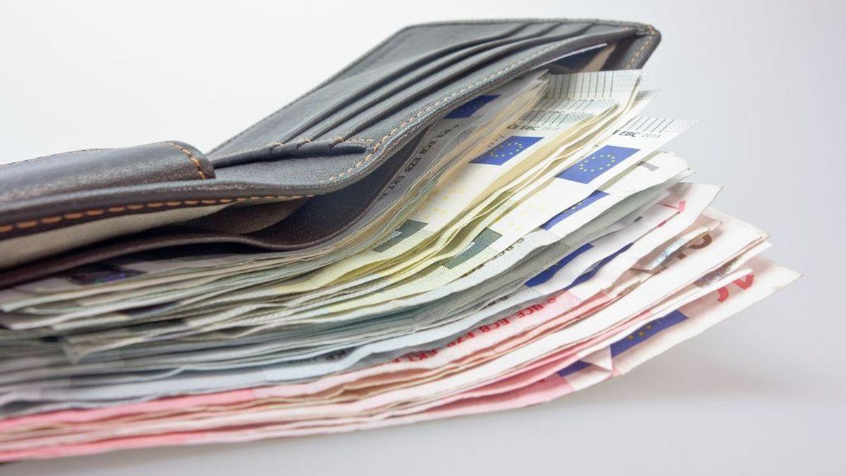 Devuelve una riñonera con 1.500 euros que encontró en la calle