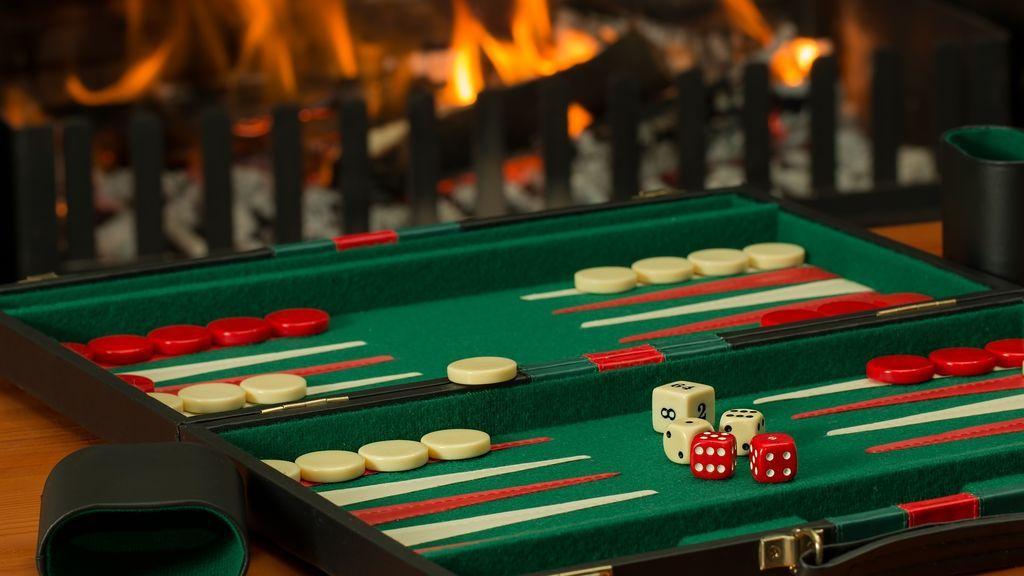 Cómo jugar al backgammon