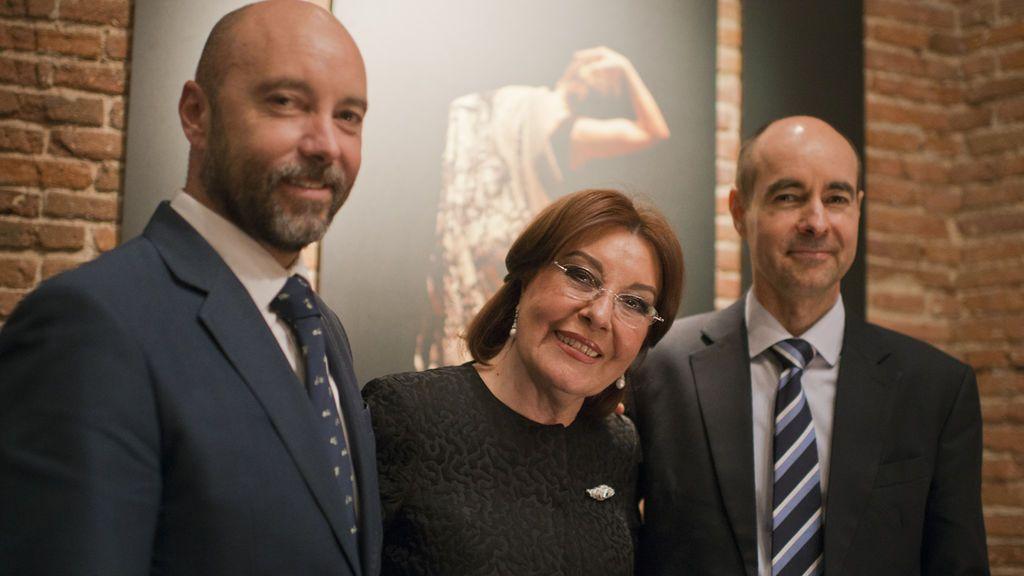 Blanca, entre sus hijos ,Juanma y Armando.