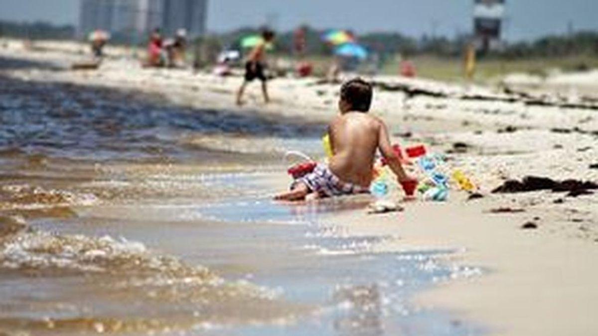 """Vigila a tu hijo hasta en la orilla de la playa: """"Un palmo de agua basta para que un niño se ahogue"""""""