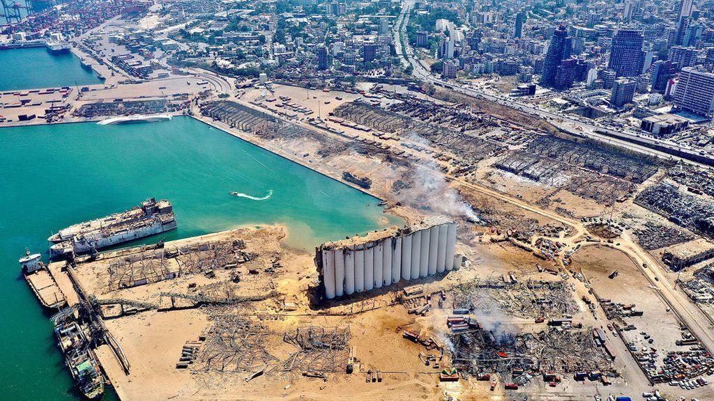 """El gobierno libanés califica de """"negligencia"""" la explosión del puerto y detiene a sus directivos"""