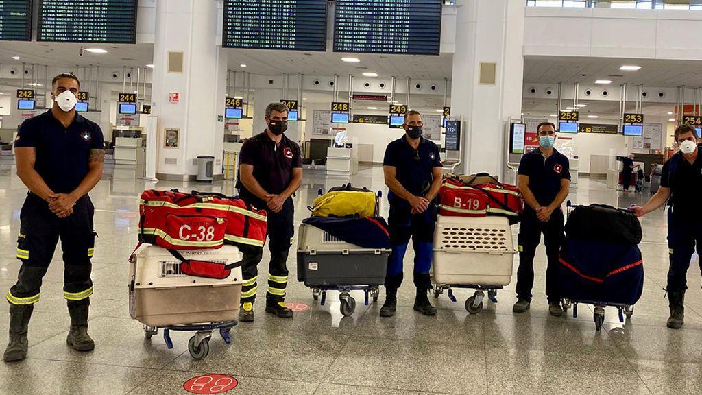 """Bomberos al rescate de Beirut, varados en Málaga: """"No nos han dejado volar con los perros por la COVID"""""""