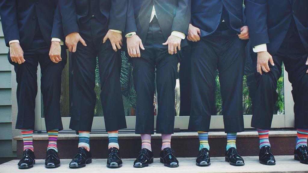 Traje, pinzas, vaquero: el bajo ideal según el tipo de pantalón de hombre.