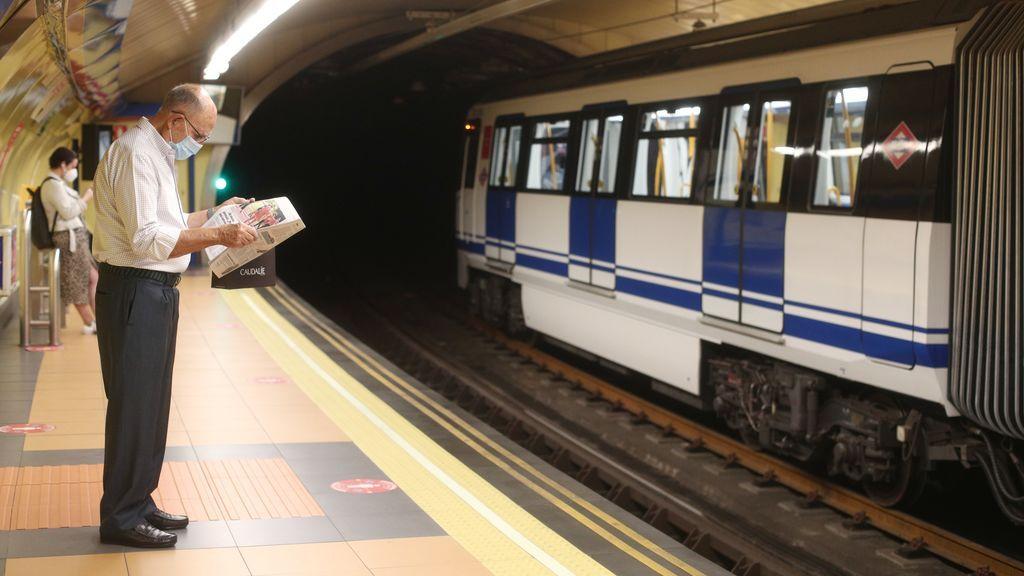 Madrid plantea que se prohíba comer y beber en el transporte público para asegurar el uso de mascarilla