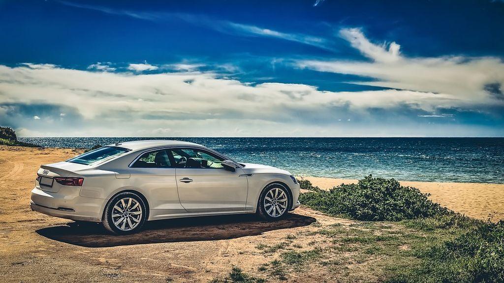 Cómo evitar que el calor, la arena y la sal dañen nuestro coche en verano