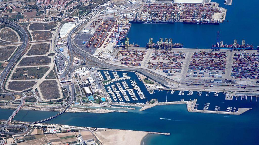 Dos personas mueren ahogadas tras lanzarse al agua desde un barco en el Puerto de Valencia
