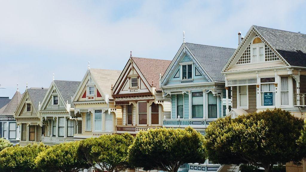 La hipoteca inversa es un crédito garantizado que recae sobre la vivienda habitual.