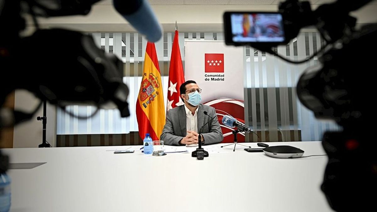 """Madrid califica de """"desleal"""" a Fernando Simón y asegura que detecta """"muchos más"""" asintomáticos de los que dice"""