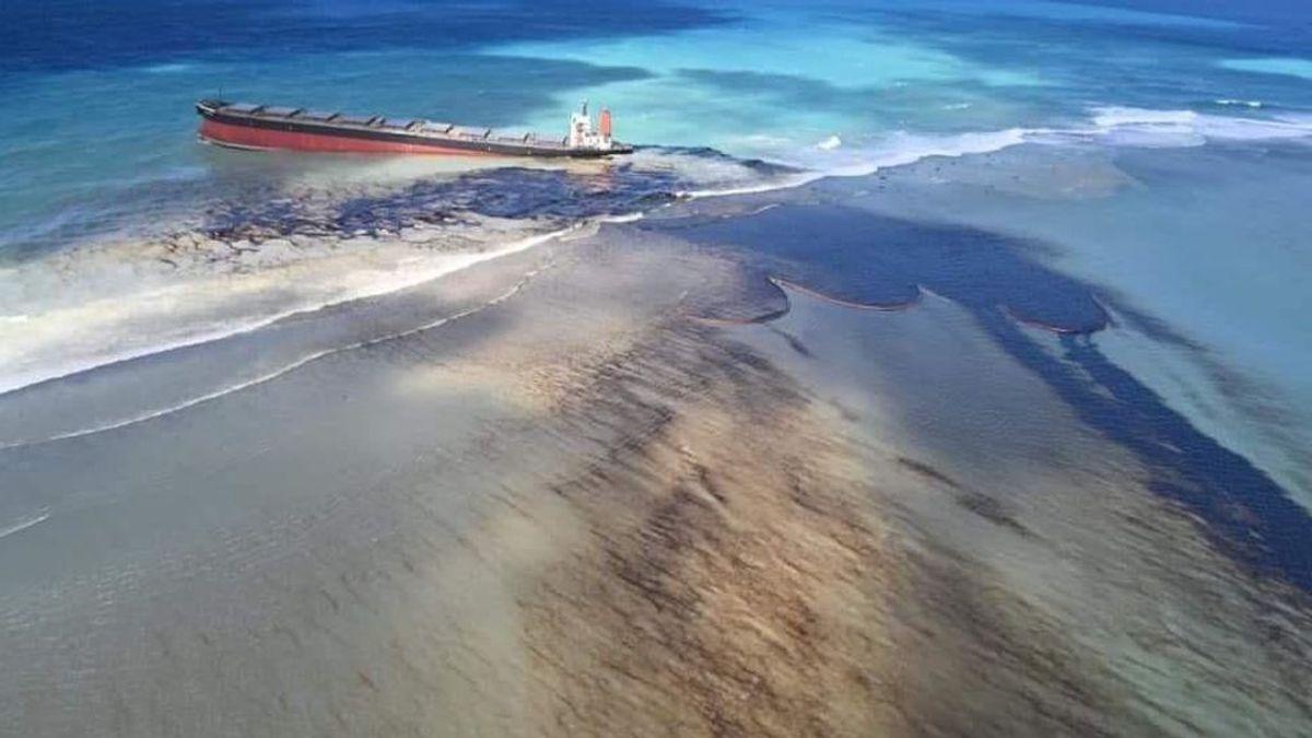 Vertido de un carguero en la Isla Mauricio