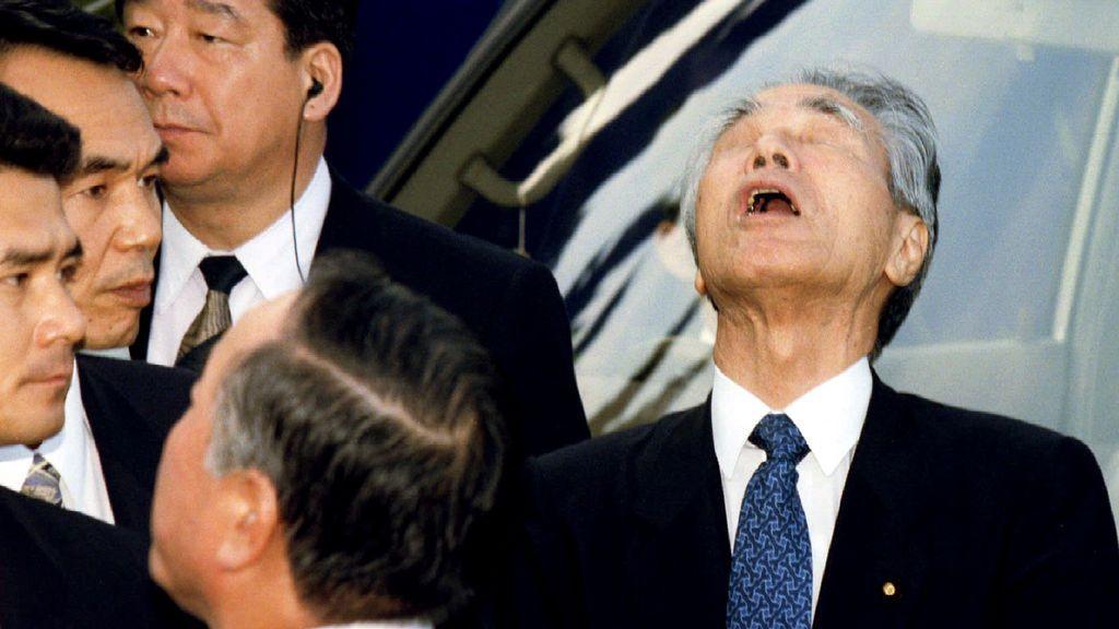 El gobernador de Osaka manda a ciudadanos a hacer gárgaras contra la COVID-19