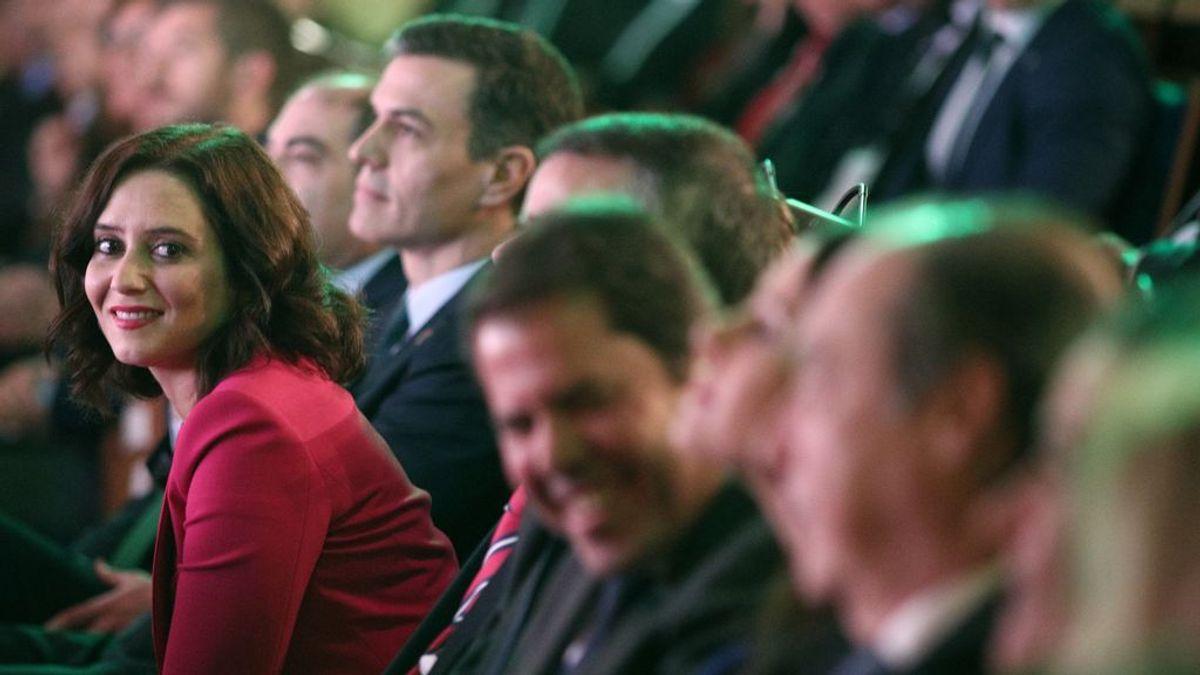Isabel Ayuso,  junto a Pedro Sánchez en un acto público