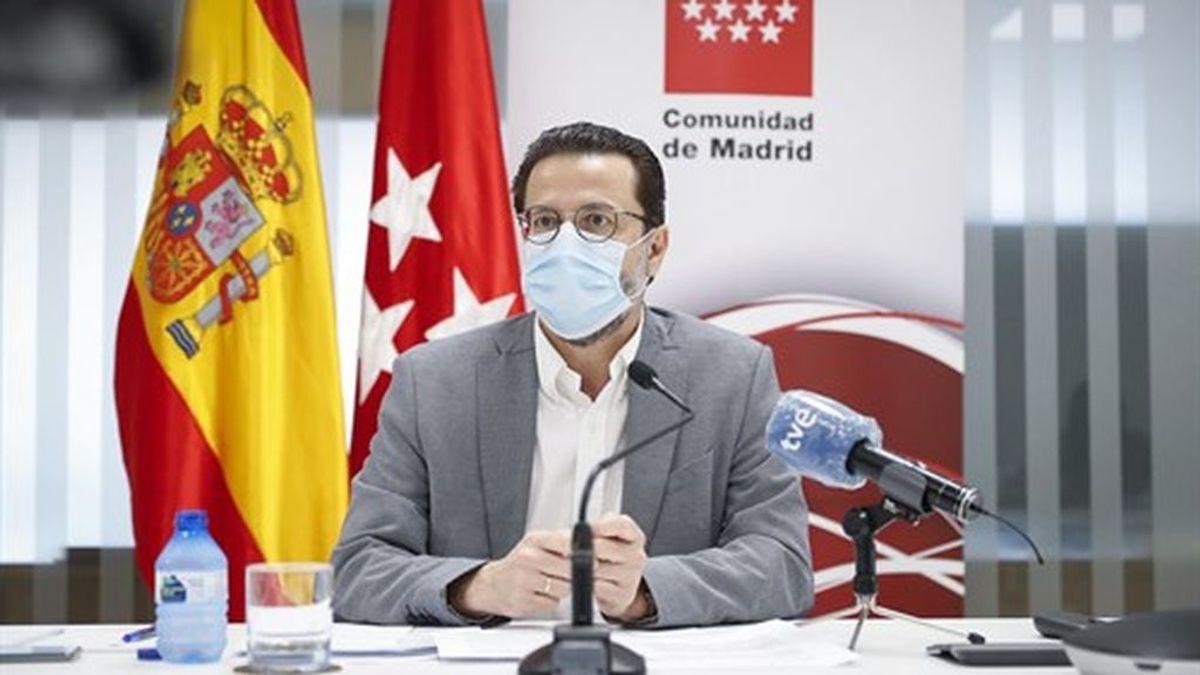 """Acusan a Fernando Simón de """"no ser científico"""" y actuar bajo """"criterios políticos"""""""
