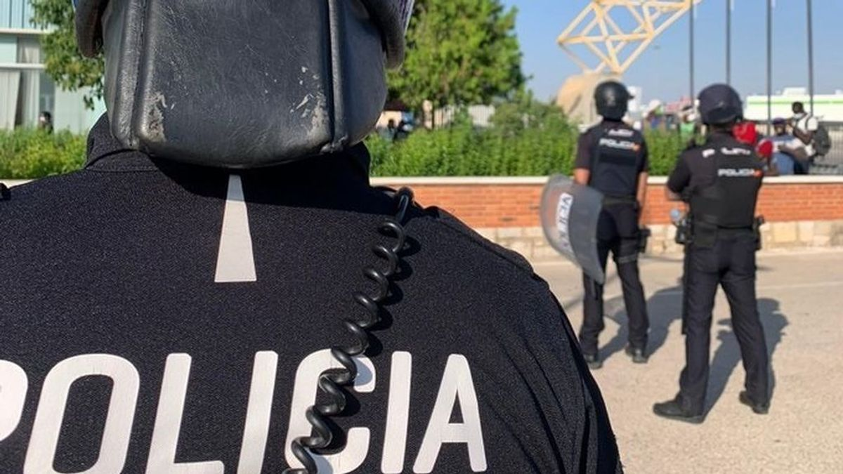 Un centenar de policías vuelve a Sevilla sin test de coronavirus tras estar confinados junto a temporeros con síntomas