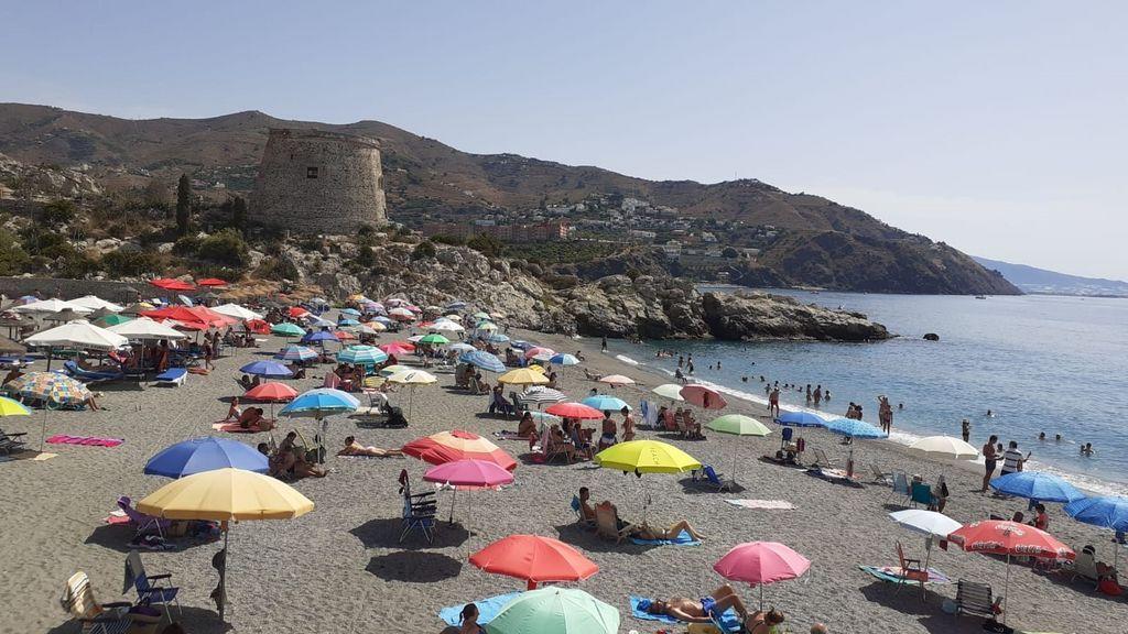 Cierran el acceso en seis playas de Almuñécar tras completar el aforo permitido