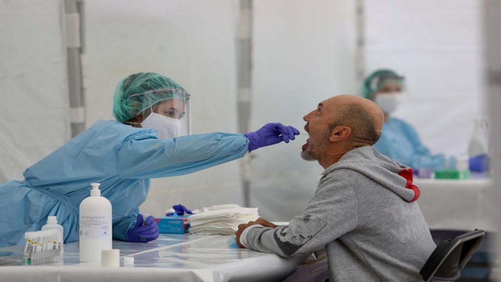 Cataluña registra 1.143 nuevos contagios y 3 muertes por covid en un día