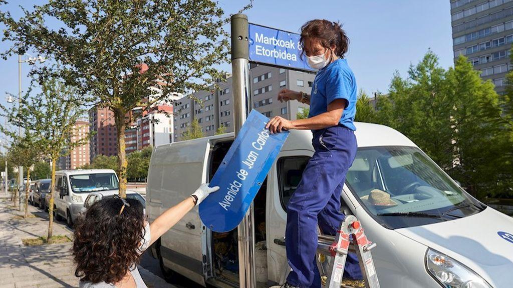 El nombre del rey emérito comienza a desaparecer del callejero de España