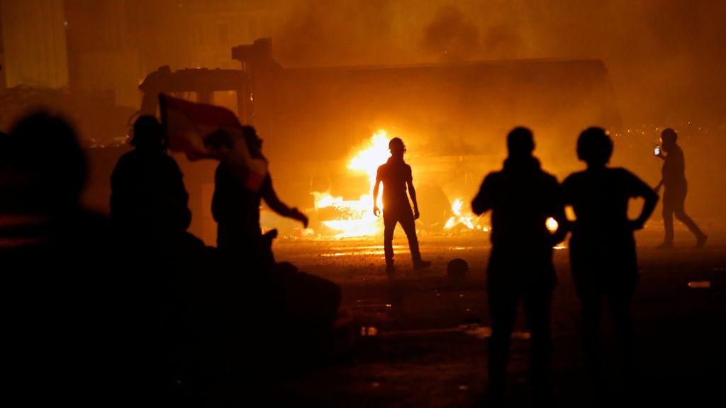 Un policía muerto y más de 700 heridos tras una nueva jornada de protestas en Beirut