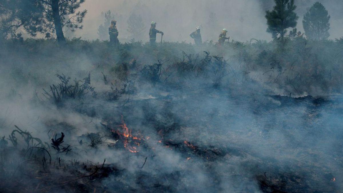 El incendio de Lobios (Ourense), en el que murió un piloto, sigue activo y afecta ya a 350 hectáreas