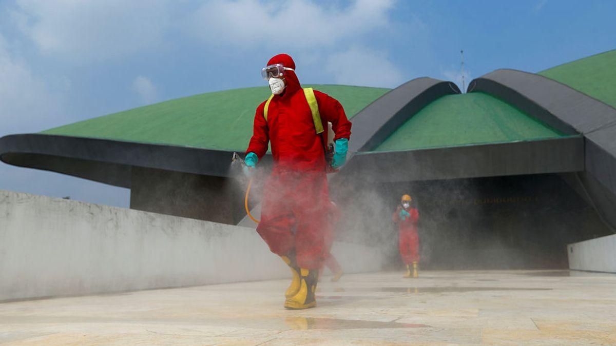 """Los expertos que pronosticaron el coronavirus en olas ahora hablan de """"un incendio forestal"""""""
