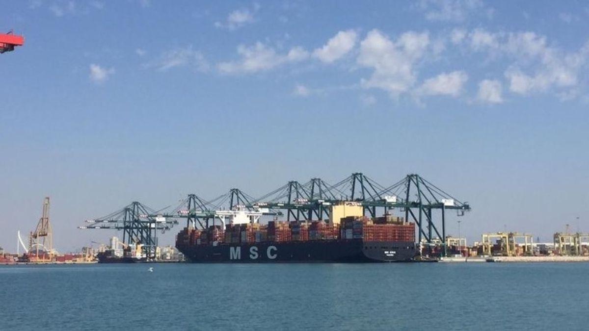 Mueren dos menores tras lanzarse de barco carguero en el puerto de Valencia
