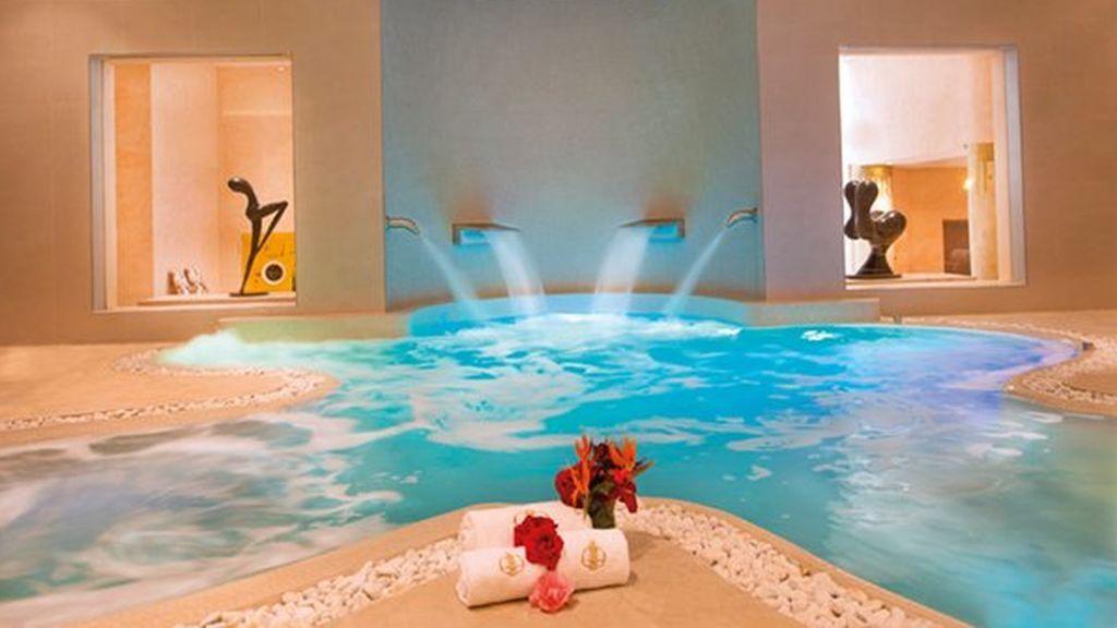 tratamiento realizado con sal del himalaya en un spa