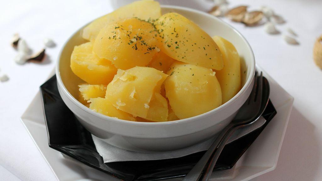 Cómo cocer patatas al microondas: pasos para que queden perfectas