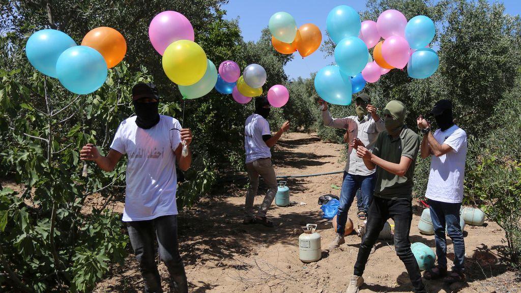 """Hamás lanza """"globos incendiarios"""" contra Israel"""