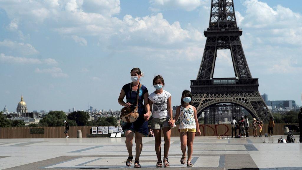 París impone la mascarilla en determinadas zonas al aire libre